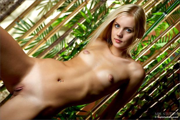 фото голые девушки с маленькой грудью